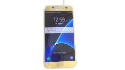 Samsung Galaxy S7 SM-G930F, Unknown Carrier, Gold, Cracked Glass, PARTS ONLY