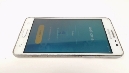 Samsung Galaxy On5 SM-G550T1 White -  Metro PCS CRACKED GLASS