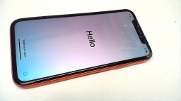 Apple iPhone Xr 64GB, MT3Q2LL/A, Coral, AT&T, Cracked, PARTS ONLY