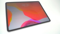 "Apple iPad Pro 3rd Gen 12.9"" 256GB, MTJ62FD/A, Silver, Wi-Fi + Cellular, Cracked"