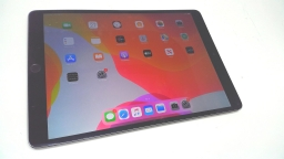 "Apple iPad Pro 10.5"" 64GB, MQEY2LL/A, Space Gray, Wi-Fi + Cellular, Cracked"