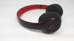 Beats Solo 3 Wireless On-Ear Headphones Decade Collection - Defiant Black & Red